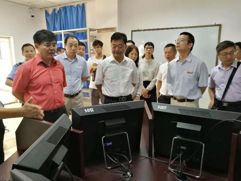 刘振宇到海口考区海南大学考点巡视